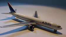 * Herpa Wings 470223 Delta Airlines Boeing 767 - 300 1:600 Scale