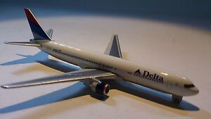 Herpa-Wings-470223-Delta-Airlines-Boeing-767-300-1-600-Scale