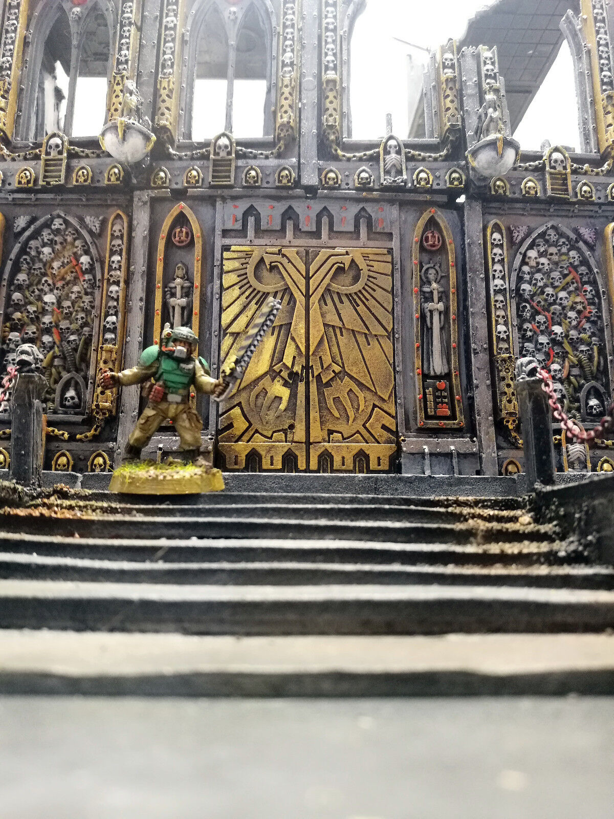 WARHAMMER 40000 WAR GAME SCENERY  BASILICA  IMPERIALIS  BUILDING PRO PAINTED