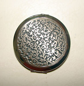 NEW-STRATTON-70-MM-SILVER-ANTIQUE-LEAF-COMPACT-MIRROR-2-MIRRORS-MAKEUP