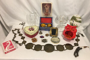 19-Pc-Vintage-Junk-Drawer-Lot-Belt-Avon-Sponge-Holder-Coca-Cola-Glass-75th-Ann