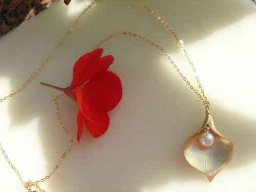 la calla la más noble de todos flores Dorado en un magnífico cadena