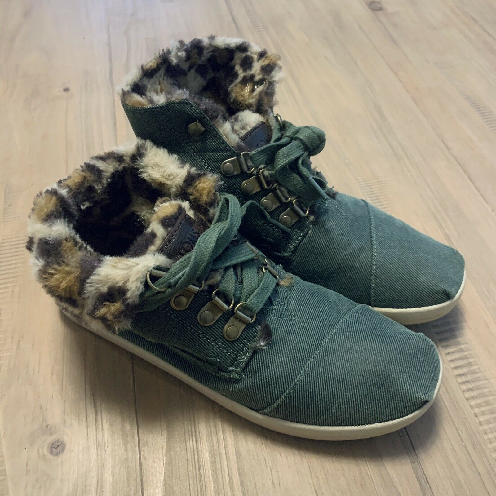 Toms Highland Olive Green & Leopard Print Sneakers Faux Fur Lining Size 7.5