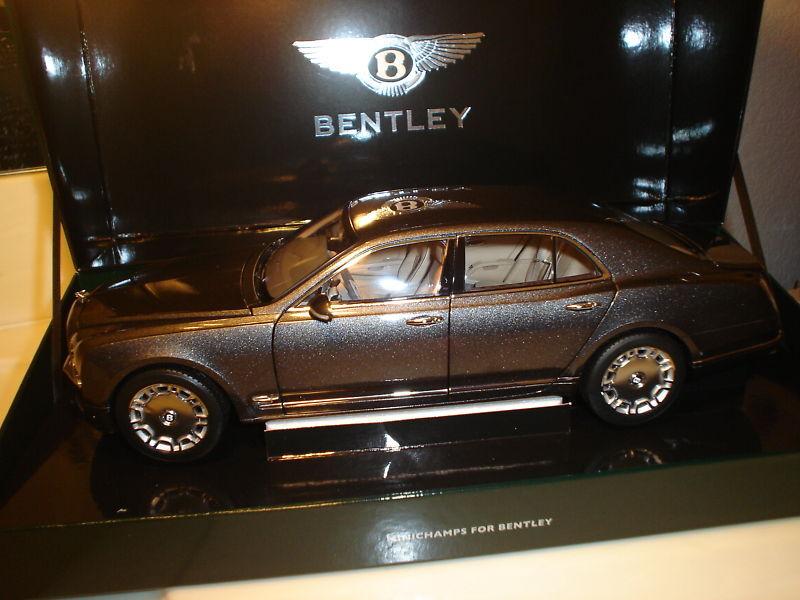 Minichamps 2010 Bentley Mulsanne Gris Met Deler Edition 1/18 Scale Hard to find