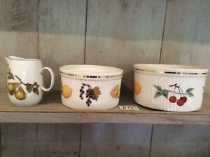 ROYAL-WORCESTER-Two-Souffle-Dishes-and-Jug-Evesham-VGC
