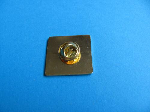 """Moorehouse/'s Brewery /"""" Black Cat /"""" Beer Pin Badge VGC Unused."""