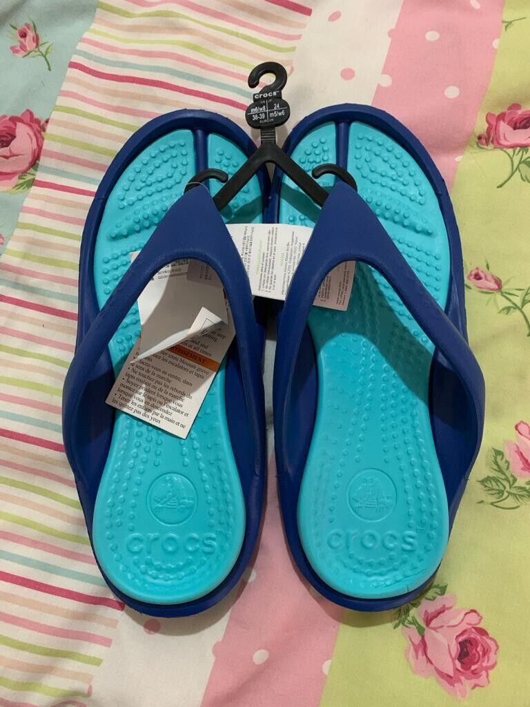 crocs flip flops mens 6 Womens 8 Unisex New With Tags