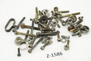 Cagiva-w8-125-ano-2000-motor-tornillos-restos-piezas-pequenas-motor