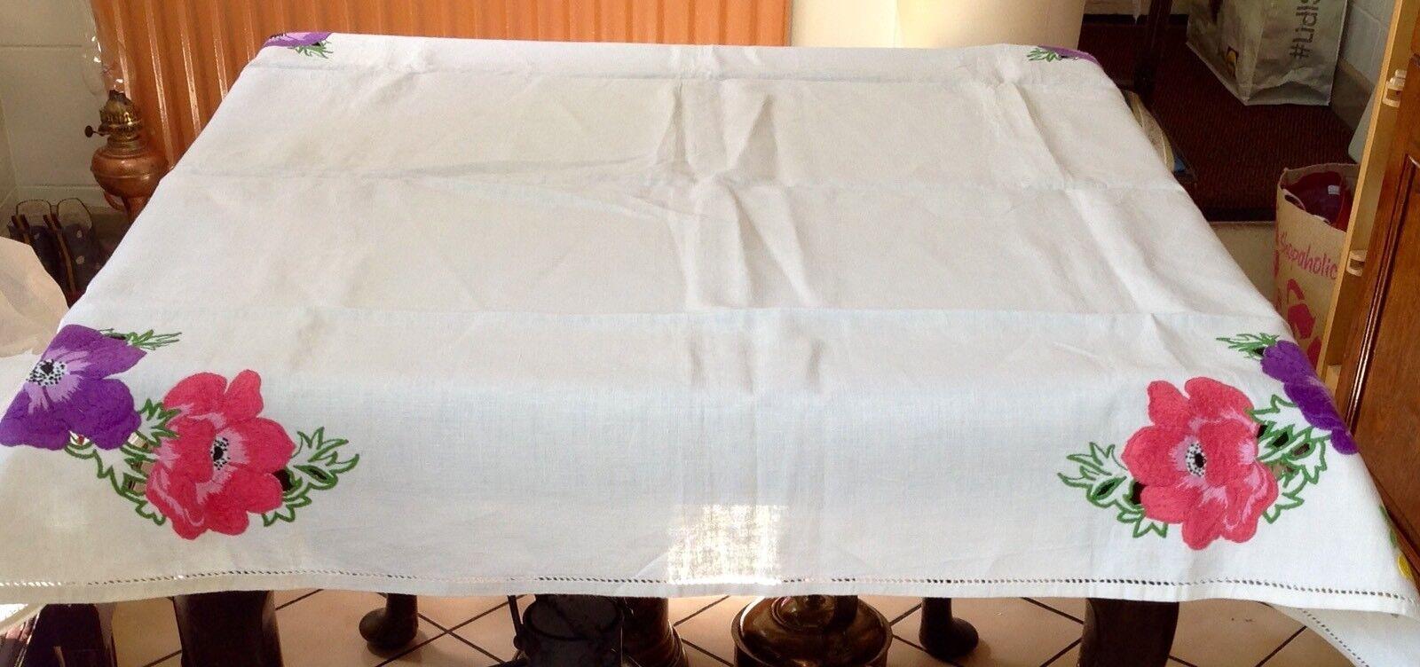 VINTAGE hand ricamato ricamato ricamato con PANSIES, Lino Tovaglia in ottime condizioni 243657