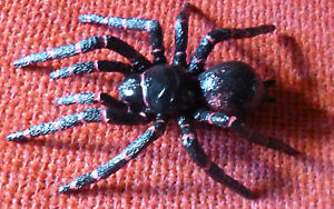 AUSTRALIAN-ANIMAL-GIFT-SYDNEY-FUNNEL-WEB-SPIDER-Small-Replica-Size-75mm