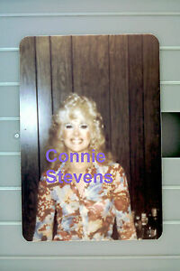 CONNIE-STEVENS-GORGEOUS-1975-ORIGINAL-VINTAGE-RARE-UNSEEN-CANDID-WALLET-PHOTO