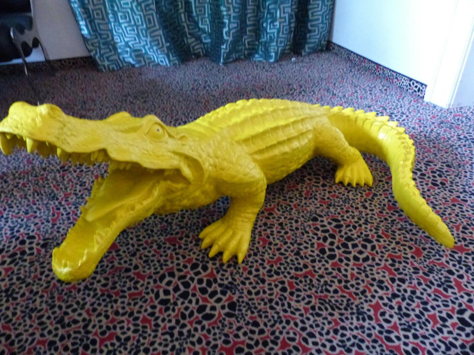 Krokodil aus Kunststoff, Neon gelb, neuwertig, 123 cm