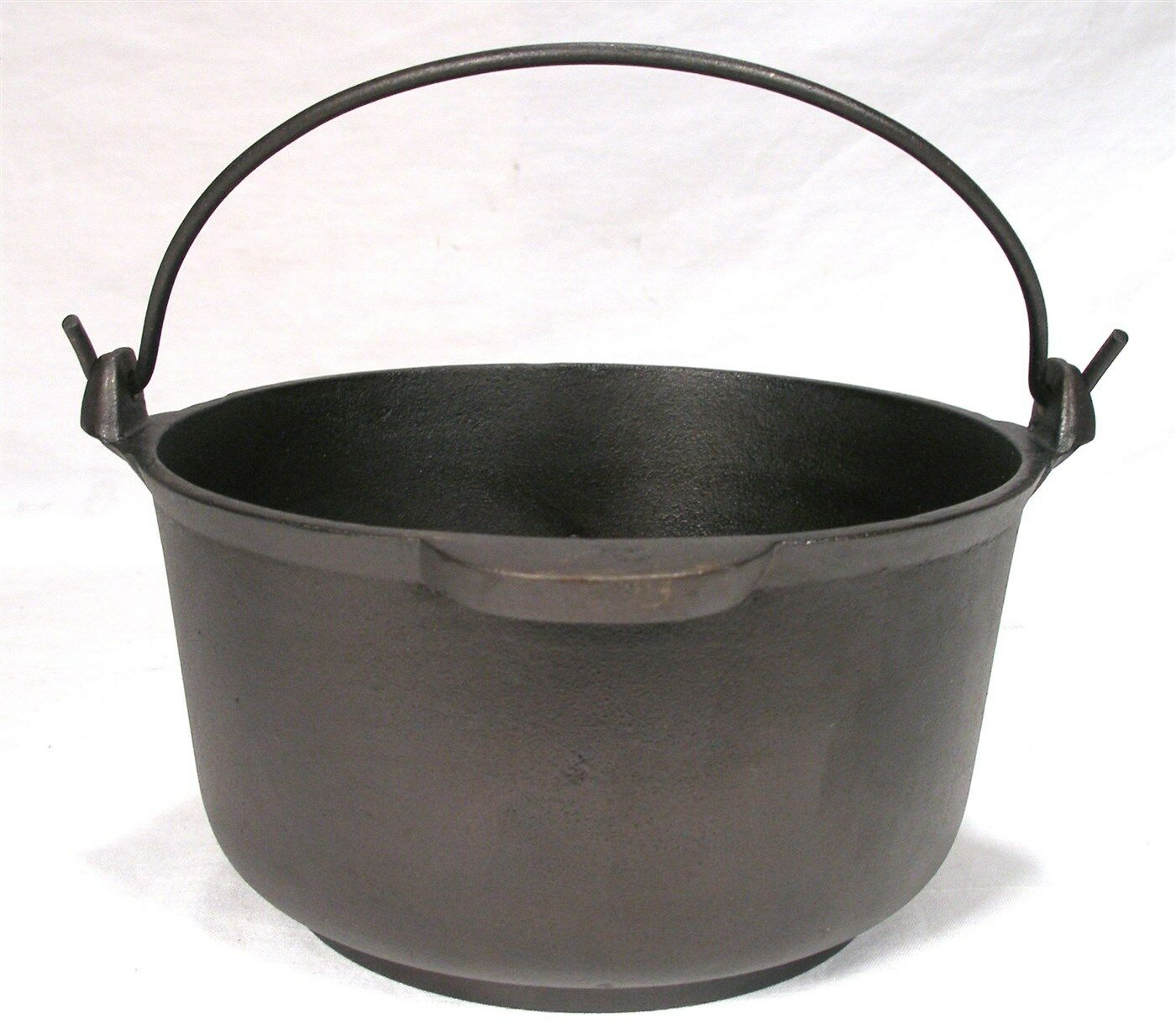 ANTIQUE SMALL MARIETTA CAST IRON CAMP FIRE 2 QT KETTLE CAULDRON GYPSY BEAN POT