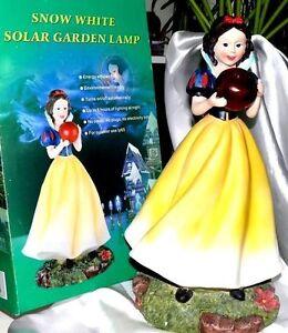 Garten-LED-Lampe-Gartenfigur-Solar-Koenigin-Figur-LED-Lampe-Wasserschutz-H-40cm