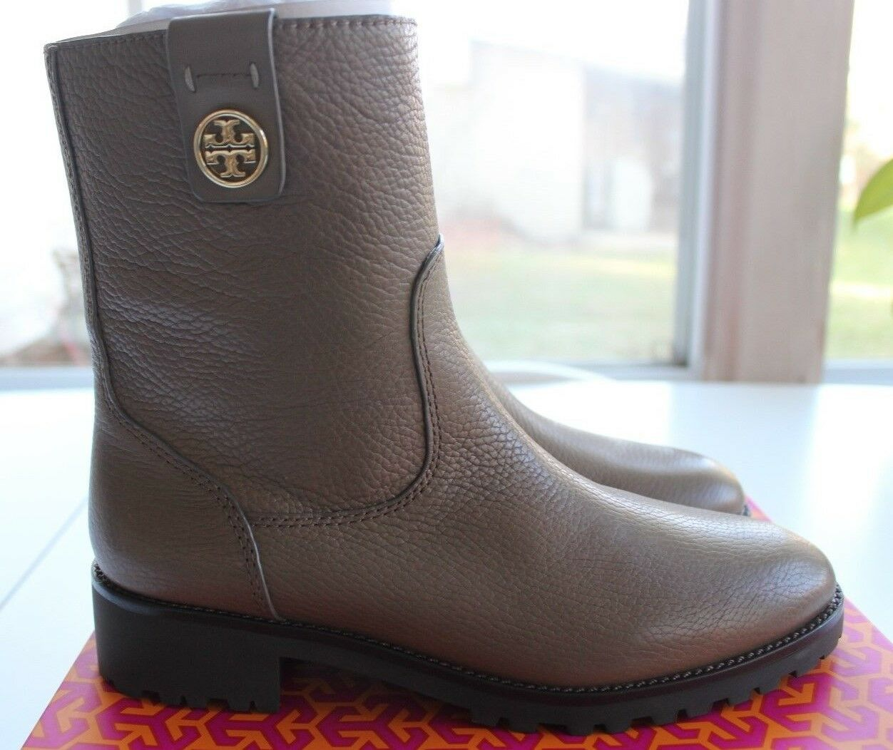 NIB Authentic TORY BURCH Oakridge Logo Leather Leather Leather Booties in Porcini Sz 8.5  395 0f1b1e