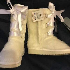 fd99c97522d Baby Girls Ugg Boots (Style) Toddler Furry Ribbons Cream RRP £18.99 ...