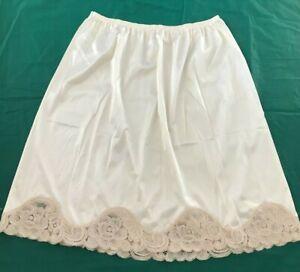 VANITY-FAIR-Nylon-Beige-Half-Slip-Light-Brown-Lace-Hem-Size-L-USA
