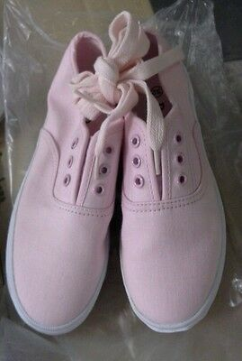Girls Small Canvas Shoes Pink size AUS 13 / EUR 33/ USA 1 / UK 13 / JPN 21.5
