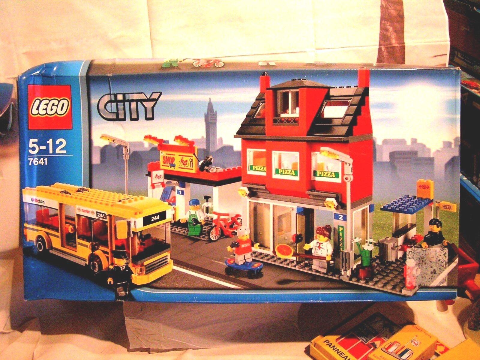 LEGO CITY   -   UNE RUE DE LA VILLE  (BOÎTE SCELLEE)  7641