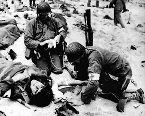 New-8x10-World-War-II-Photo-American-Medics-Help-Injured-Soldiers-in-France