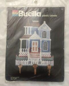 Bucilla-Victorian-House-Key-Holder-Plastic-Canvas-Kit-6026-10x11-034-Sealed-NOS