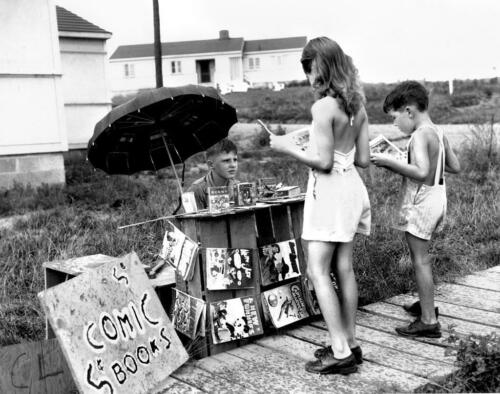 Photo 1940s Tennessee Roadside Comic Book Stand