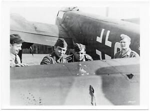 Treffer-im-Leitwerk-einer-Ju-88-Orig-Pressephoto-um-1940