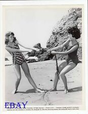 Lana Wood leggy pulls babe VINTAGE Photo 5 Finger Exercise