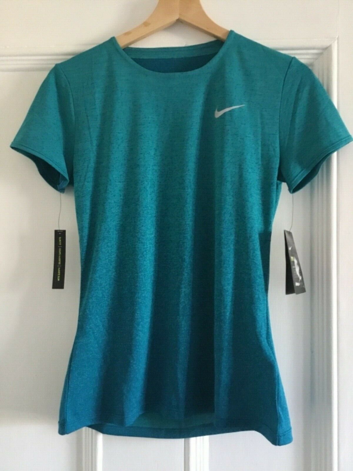Womens NIKE DRY.  Shirt Size Small 928950-317