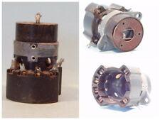 Röhrensockel für die RV12P2000, alte Ausführung. LgNr. W951