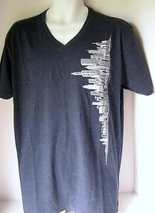 T-Shirt-Chicago-Skyline-V-Neck-Men-039-s-Tee-Navy-Blue-Hand-Printed-Large