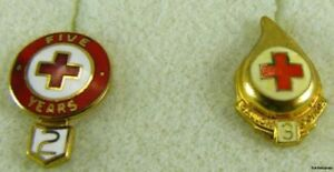 Red-Cross-Pins-Set-of-2-5-Years-Volunteer-Vintage-Collectors-3-Gallon-Donor