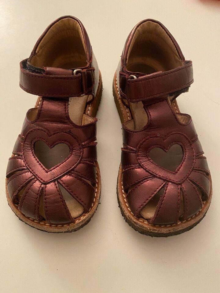Sandaler, str. 24, Angulus med hjerte