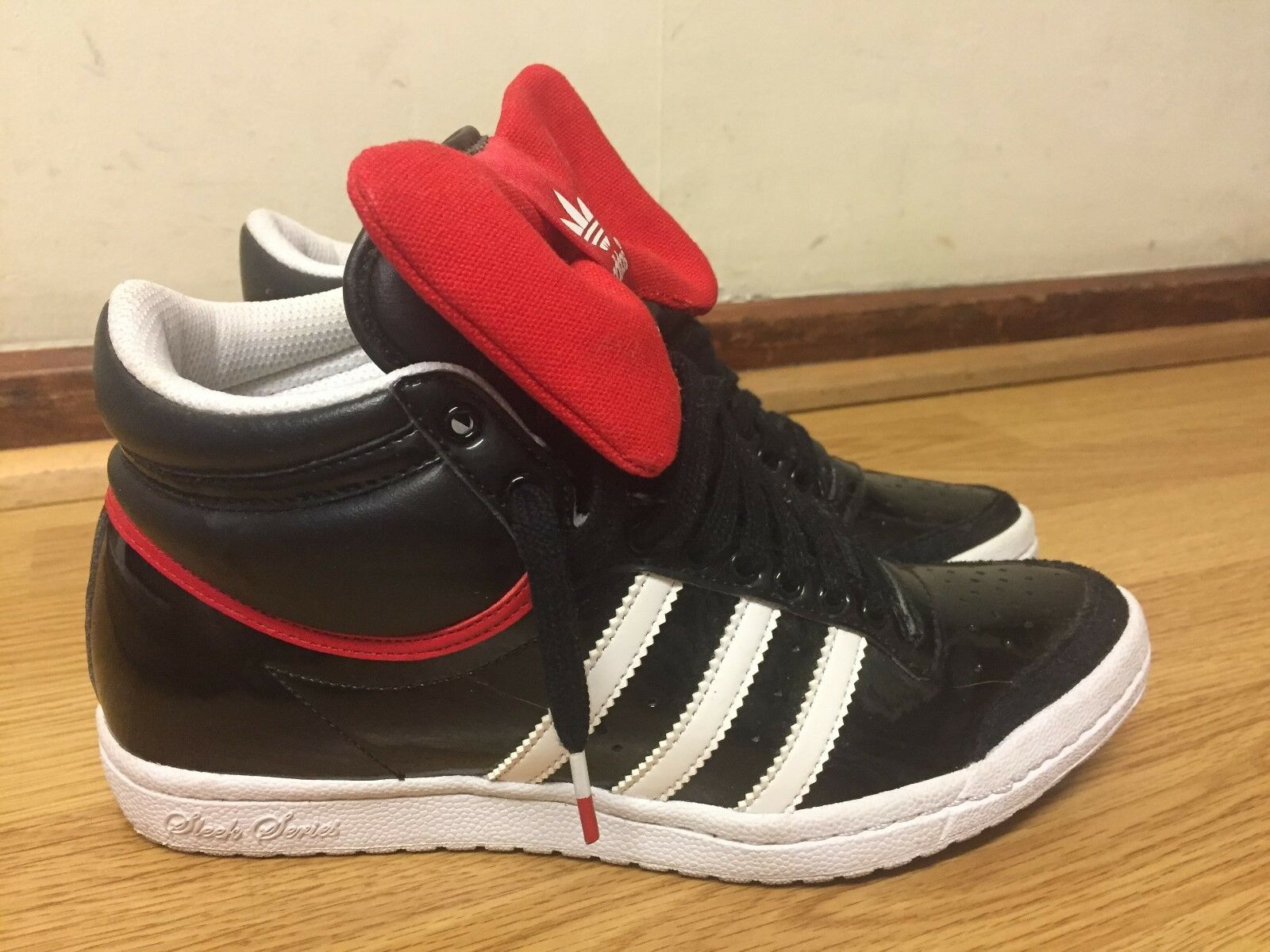 ADIDAS WOMENS TRAINERS SIZE   MADE IN VIETNAM