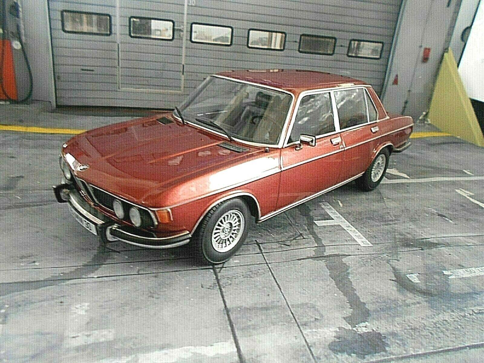 BMW 3.0S 3.0 S Limousine E3 1971 rot braun met. braun 1 1000 NEU KK Metall 1 18
