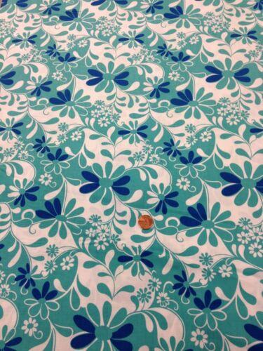 4647 Crazy Daisy 100 /% Cotton Quilting Craft Fabric Green Blue White benartex