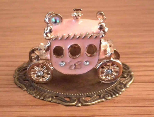 1/12, dolls house miniature Pink Carriage Fairytale Ornament Fireplace Table LGW