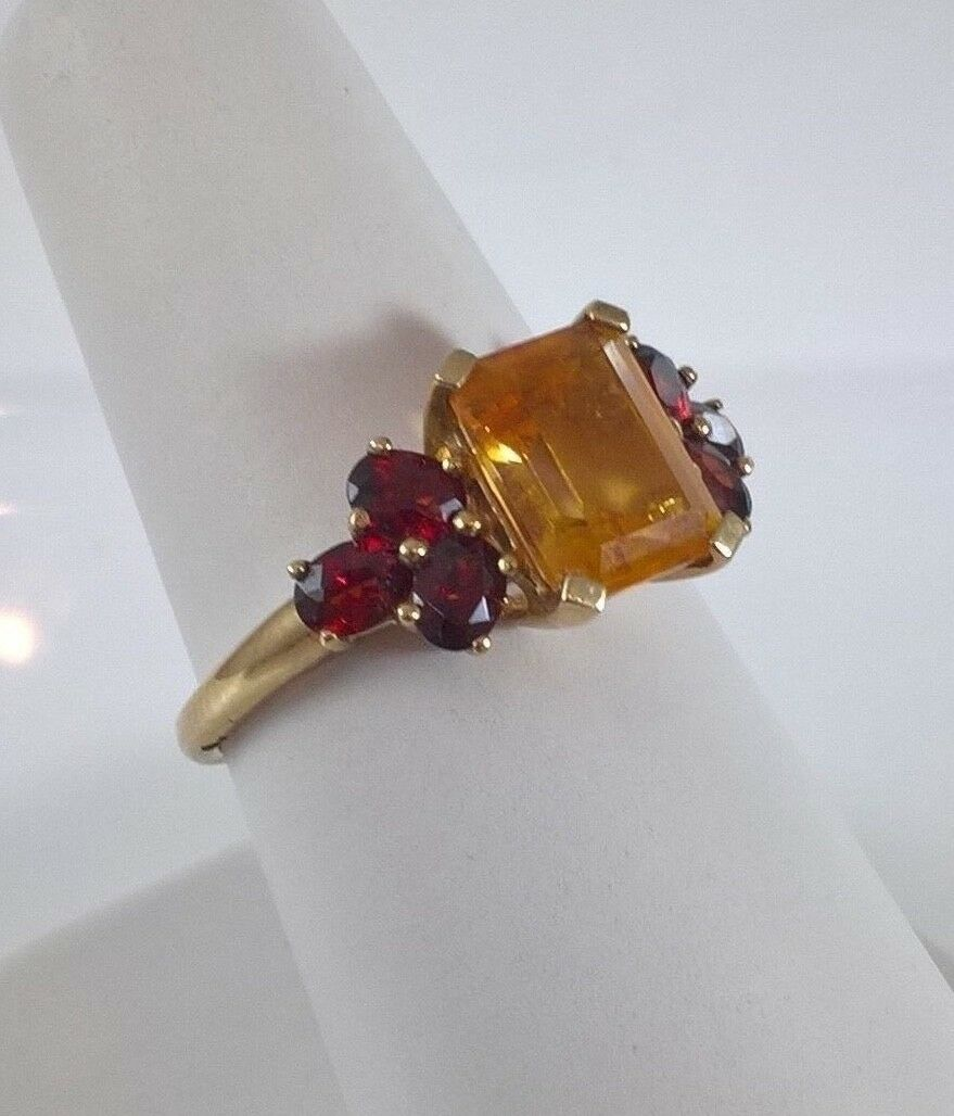 Vintage 9ct gold Ladies Ring With Citrine and Garnet stones 2.9 Grams,Size P