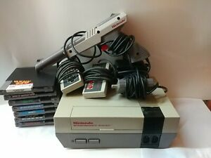 NINTENDO-NES-Console-System-7-Game-Bundle-Lot-w-2-controllers