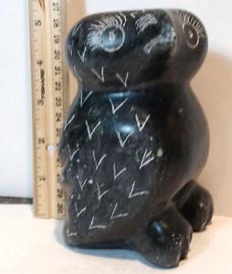 Vintage-Inuit-Eskimo-sculpture-soapstone-carving-Large-Black-Owl-SIGNED