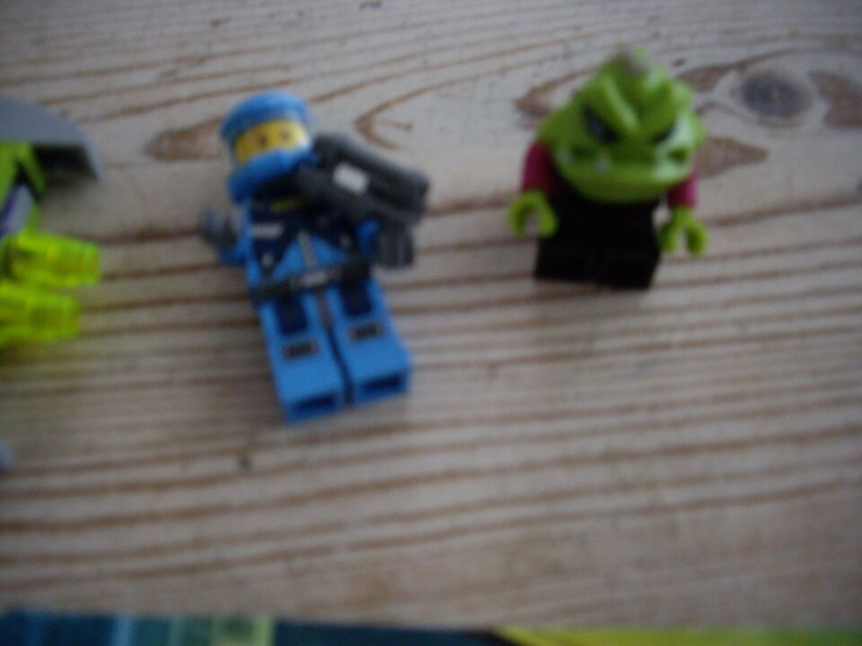 Lego Alien conquest, 7049