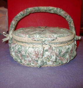 Vintage-GRANDMA-039-S-Sewing-Basket-CUSHIONED-Floral-RIBBONS-Hinged-BASKET-WITH-TRAY