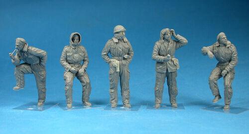 MiniArt  35121 1:35th scale British Tank Crew Winter Uniforms