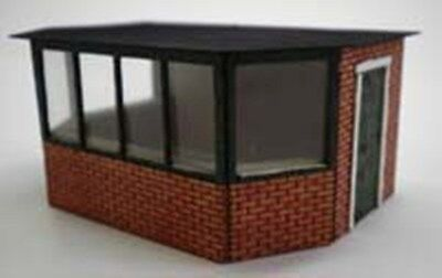 SECURITY GUARD HOUSE 95852 LASER CUT KIT FOR OO MODEL RAILWAYS SUIT HORNBY ETC