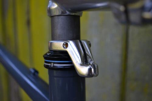 "Silver TEKTRO Alloy Front Cable Hanger For 1-1//8/"" Steerer Tubes AER"
