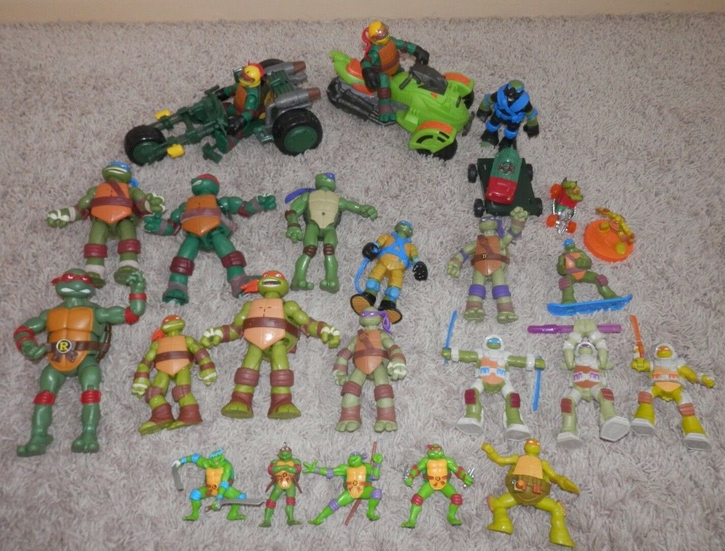 Teenage Mutant Ninja Turtles  lot action figure 26 lot talking Michelangelo TMNT
