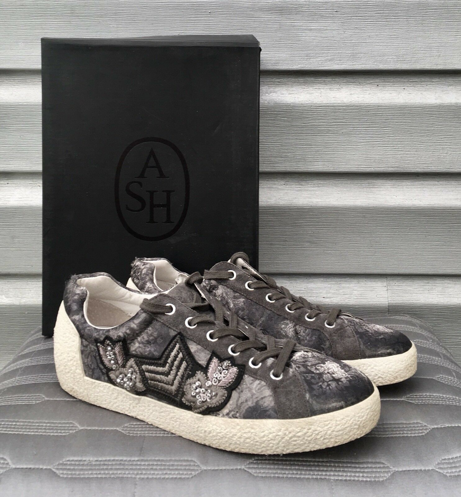 ASH Nak Arms Bistro Grau Satin Sneaker Trainers