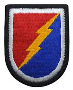 Lot-of-20-US-Army-4th-Brigade-Inf-Division-Unit-Insignia-Beret-Flash-Patches