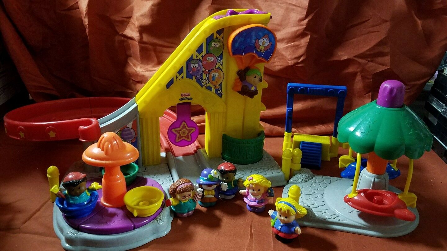 Fisher Price Price Price Little People Fun Park with 6 People c67646