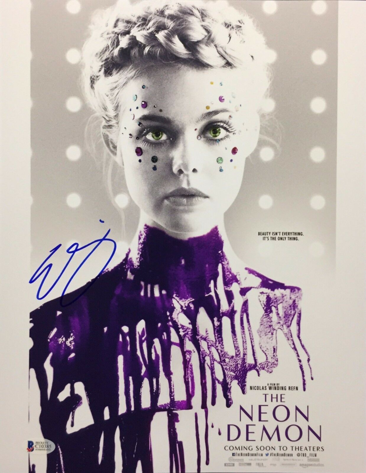 Elle Fanning Signed 'The Neon Demon' 11x14 Photo Beckett BAS C10385